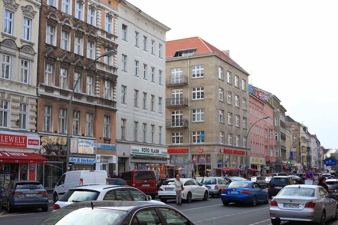 Samochody na ulicy w Berlinie